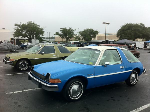 1976_AMC_Pacer_DL_coupe_blue-white_2014-AMO-NC-17